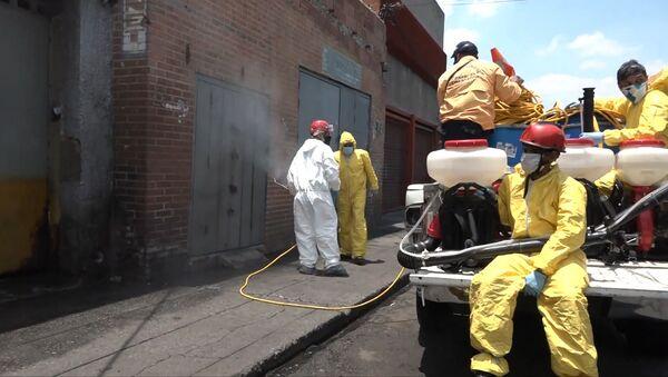 'El día nacional de desinfección': así limpian las calles de Caracas  - Sputnik Mundo