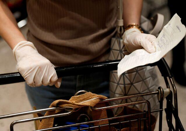 Una persona en un supermercado (imagen referencial)