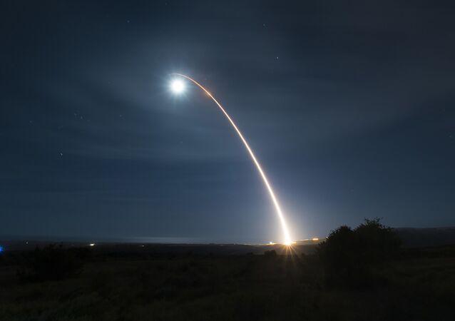 El lanzamiento de un misil balístico (archivo)