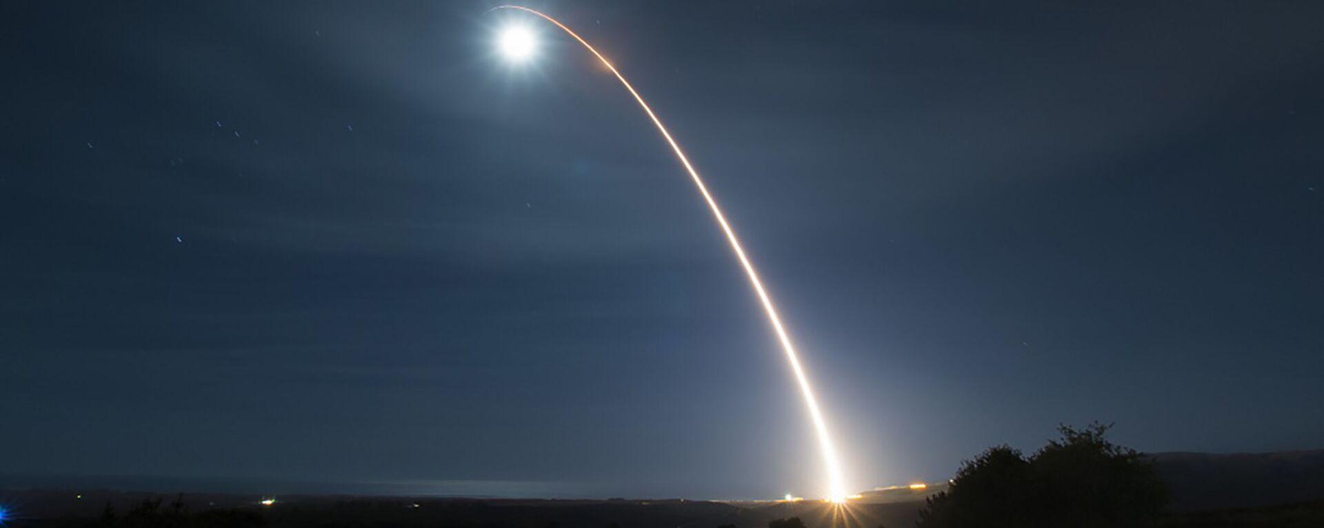 El lanzamiento de un misil balístico estadounidense  - Sputnik Mundo, 1920, 13.06.2021