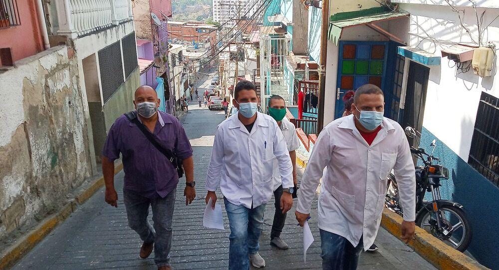Recorrido de los médicos cubanos del CDI cementerio de Petare durante el casa a casa