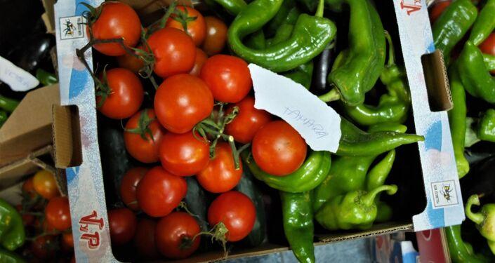Una caja de verduras en el banco de alimentos de La Brecha, en Madrid