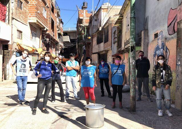 Militantes de Barrios de Pie en la Villa 31 Padre Carlos Mugica
