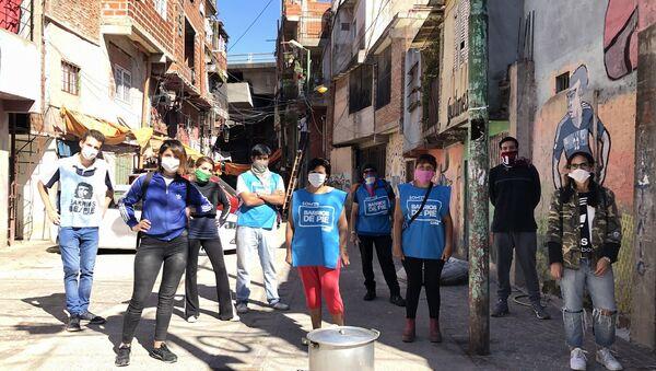 Militantes de Barrios de Pie en la Villa 31 Padre Carlos Mugica - Sputnik Mundo