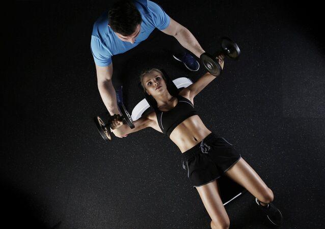 Fitness en el gimnasio (referencial)