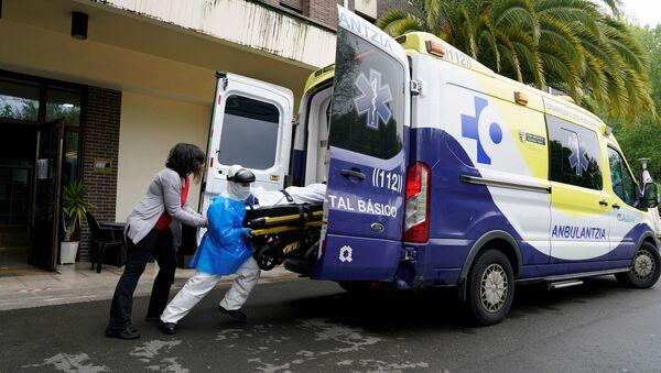 Una ambulancia en Abadino, España - Sputnik Mundo