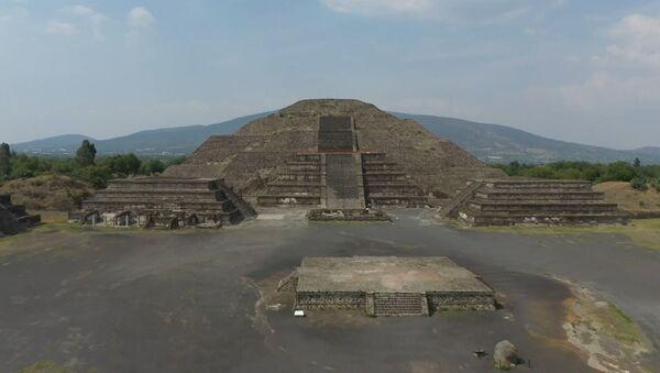 La grandeza de las pirámides de Teotihuacán completamente desiertas sin turistas - Sputnik Mundo