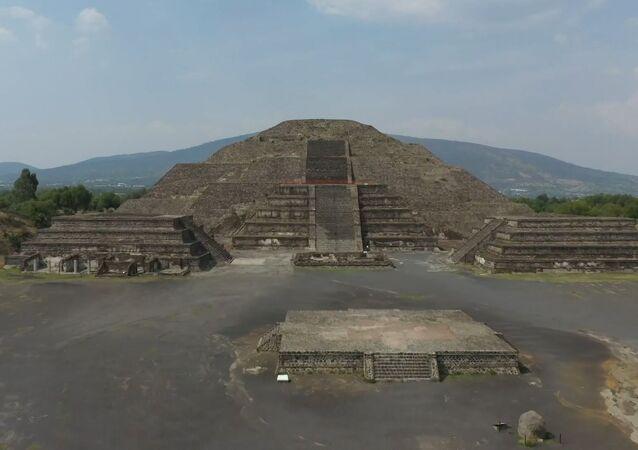 La grandeza de las pirámides de Teotihuacán completamente desiertas sin turistas