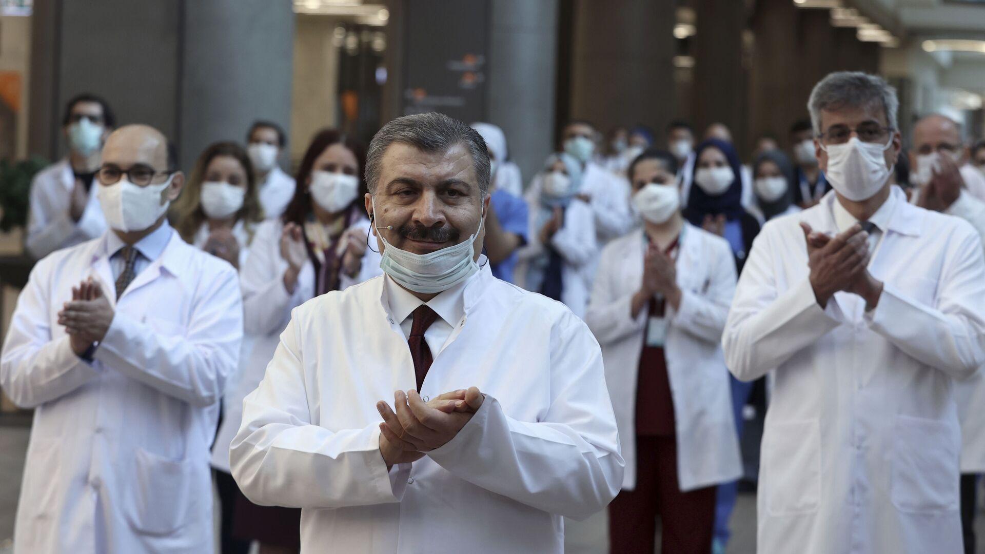 El ministro de Sanidad turco, Fahrettin Koca, durante la ceremonia de inauguración de lo que será el hospital más grande en Europa - Sputnik Mundo, 1920, 25.03.2021