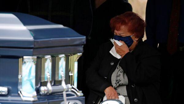Funeral de un fallecido por COVID-19 - Sputnik Mundo