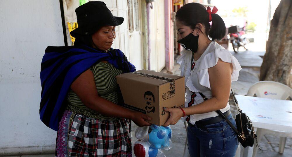 La caja con con la imagen de Joaquín El Chapo Guzmán Loera