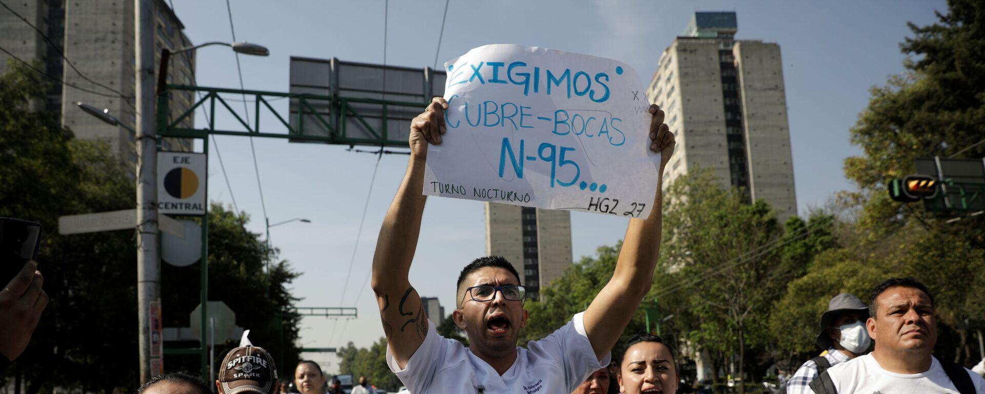 Trabajadores médicos del Instituto Mexicano del Seguro Social (IMSS) protestan para exigir un mejor equipo de protección para tratar a los pacientes con COVID-19, Ciudad de México - Sputnik Mundo, 1920, 21.04.2020