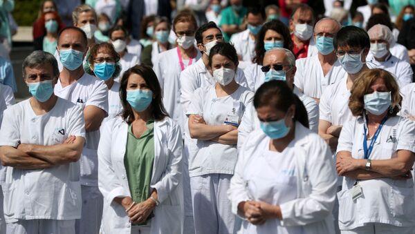 Médicos en España durante el brote del coronavirus - Sputnik Mundo