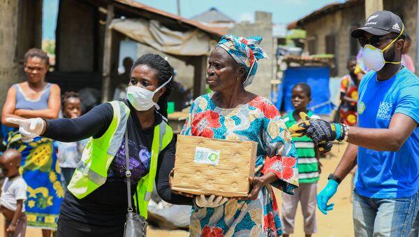 Personas con ayuda humanitaria en Nigeria - Sputnik Mundo