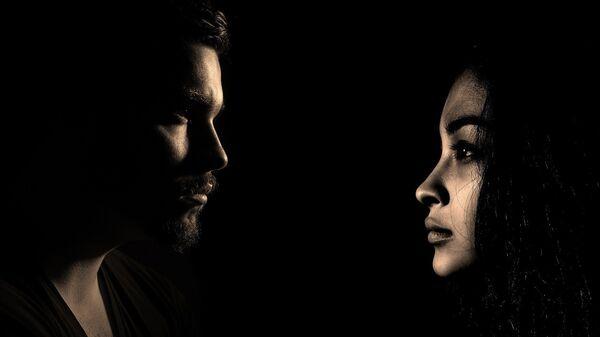 Un hombre y una mujer - Sputnik Mundo