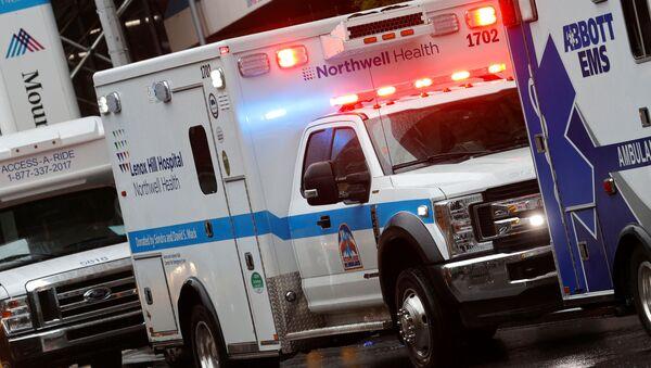 Una ambulancia en Nueva York, EEUU - Sputnik Mundo