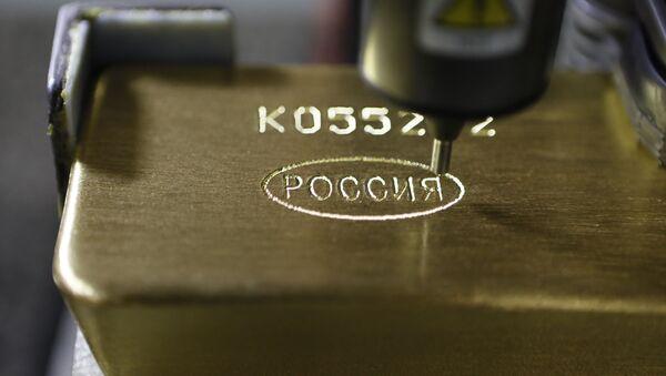 Un lingote de oro en una fábrica rusa - Sputnik Mundo