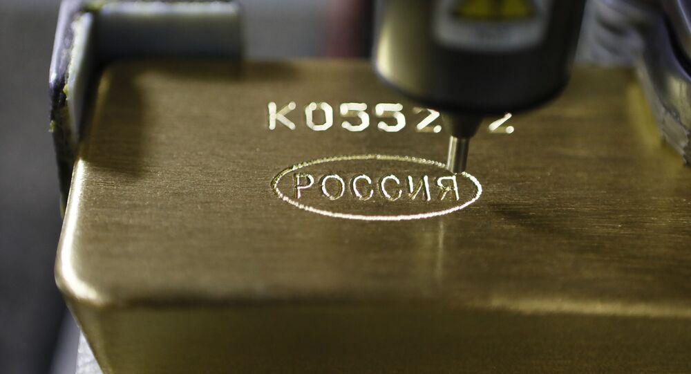 Un lingote de oro en una fábrica rusa