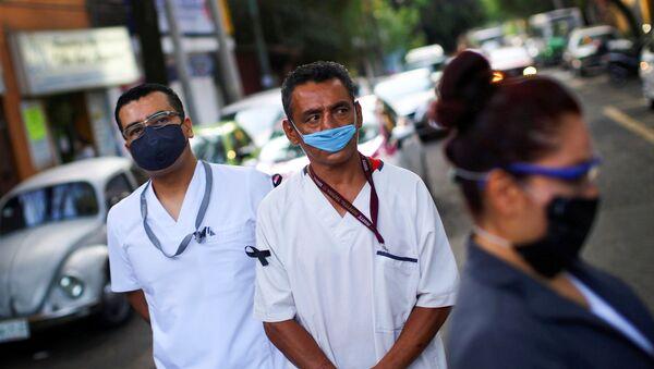 Personal sanitario en las calles de Ciudad de México, México - Sputnik Mundo