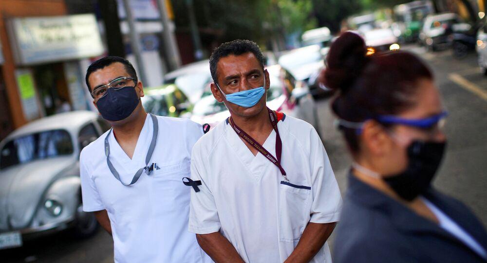 Personal sanitario en las calles de Ciudad de México, México