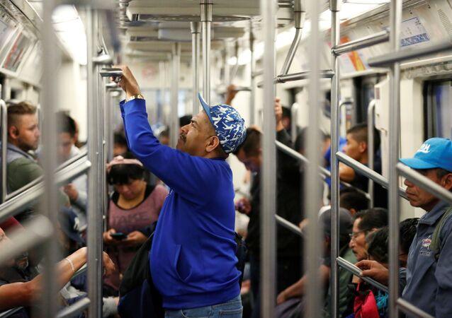 Pasajeros en el metro de Ciudad de México (archivo)