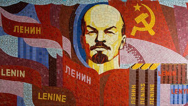 Un mosaico de Vladímir Lenin, líder de la revolución bolchevique - Sputnik Mundo