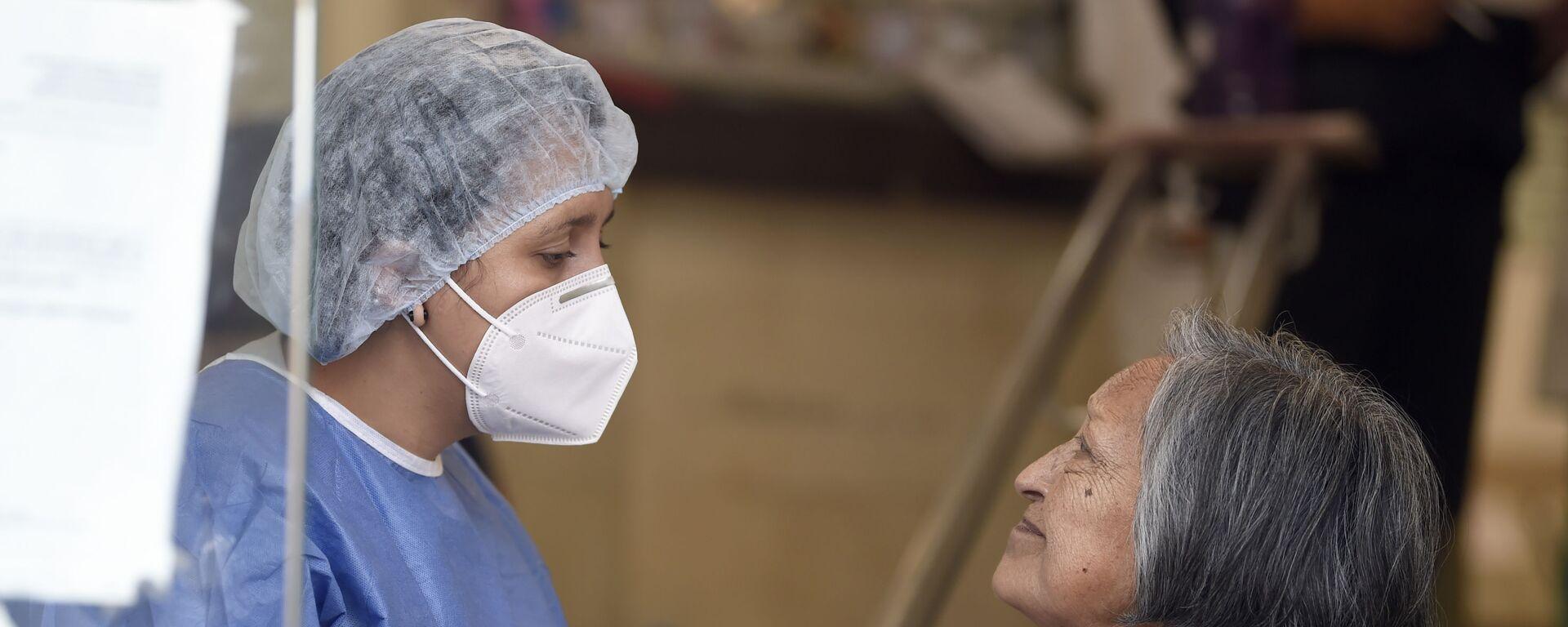 Una enfermera mexicana junto a una paciente en Ciudad de México  - Sputnik Mundo, 1920, 22.04.2020