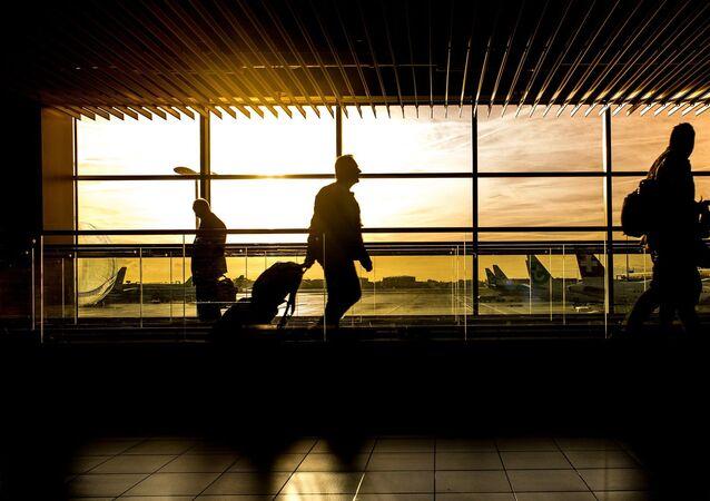 Viajeros en un aeropuerto (imagen referencial)