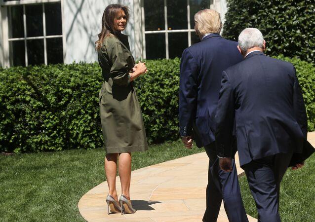 La primera dama de EEUU, Melania Trump y el presidente de EEUU, Donald Trump, junto al vicepresidente, Mike Pence