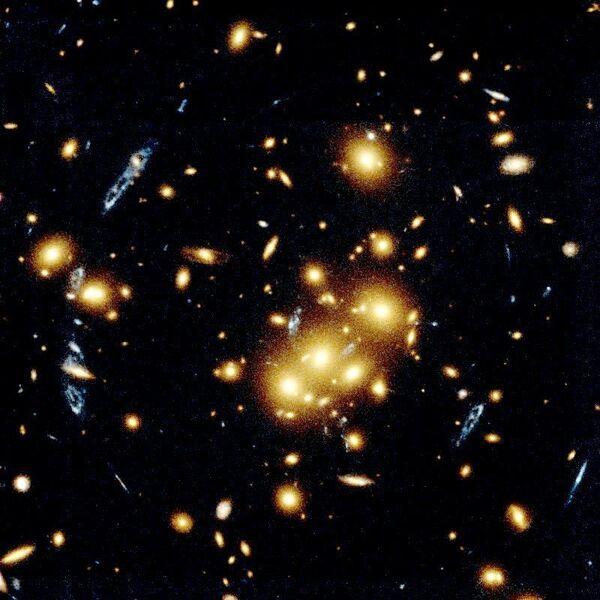 Cúmulo de Galaxias 0024+1654 Lente Gravitacional (1996) - Sputnik Mundo