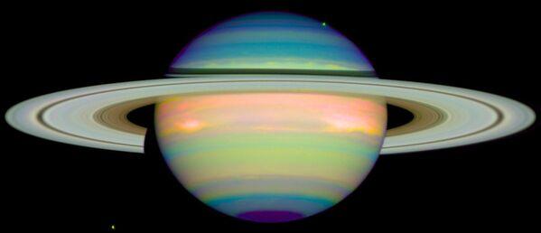 Saturno infrarrojo (1998) - Sputnik Mundo