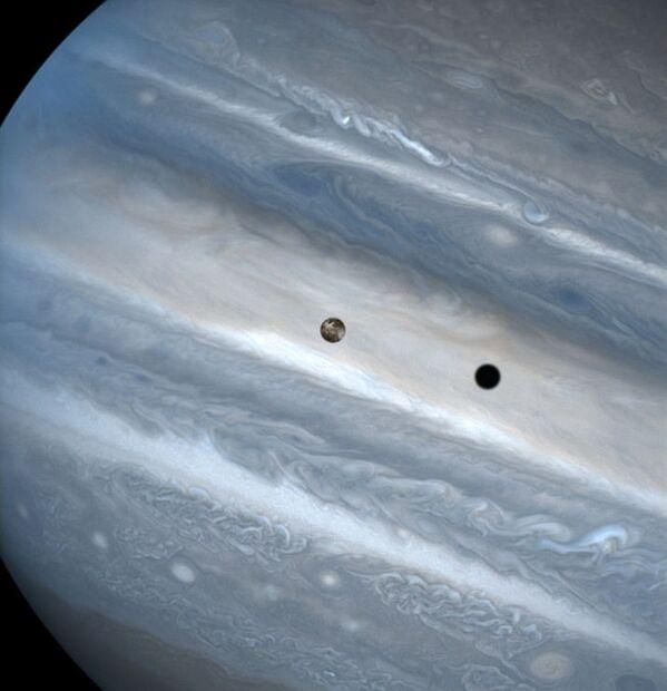 Júpiter y su luna Io (1999) - Sputnik Mundo