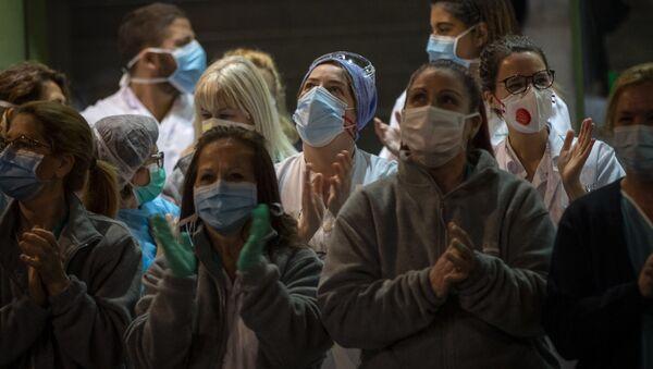 Trabajadores sanitarios Barcelona-España - Sputnik Mundo