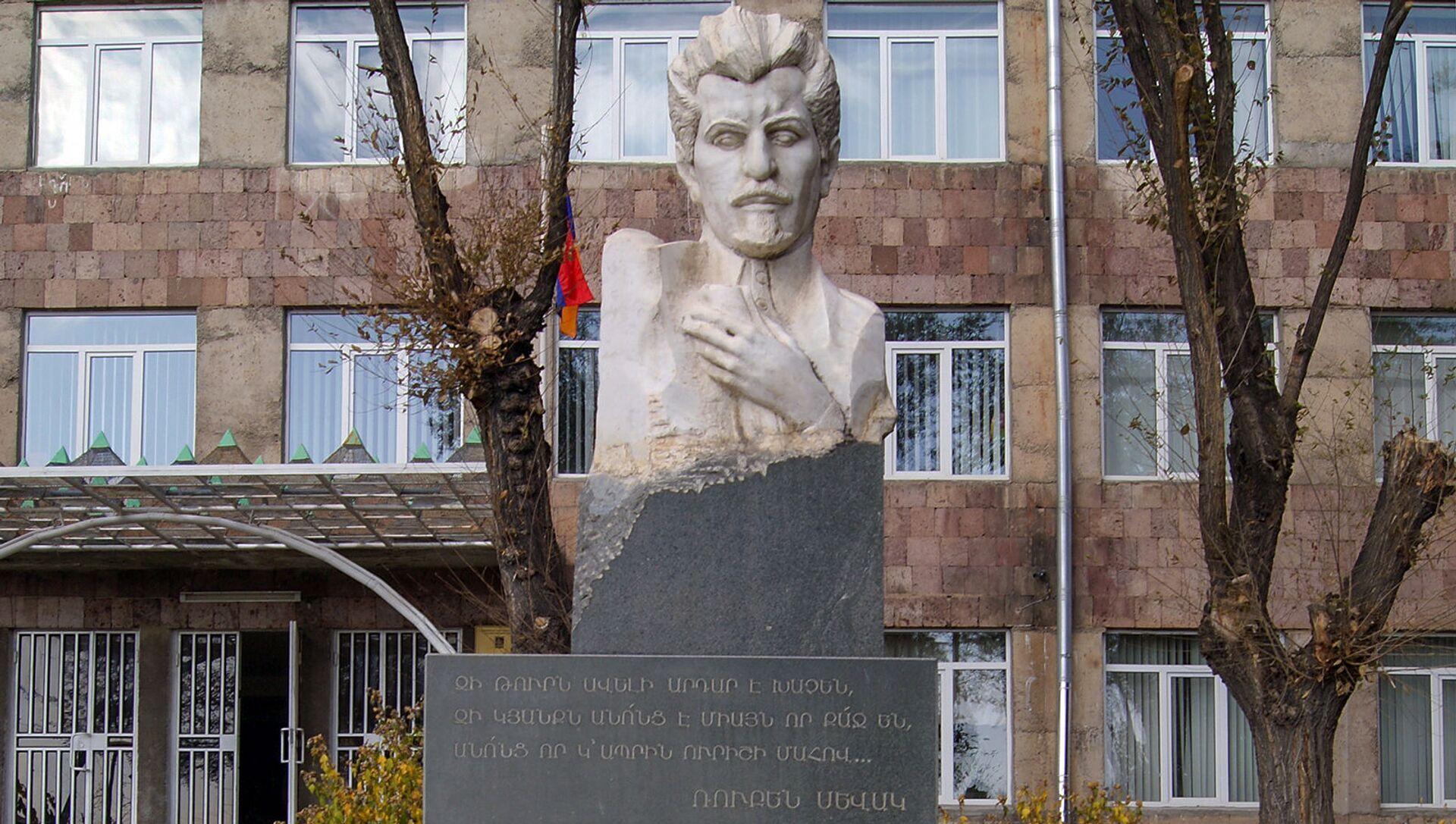 El busto de Rubén Sevak - Sputnik Mundo, 1920, 24.04.2020