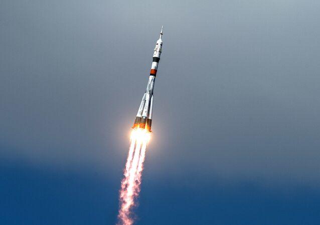 Lanzamiento del cohete portador Soyuz-2.1a (imagen referencial)