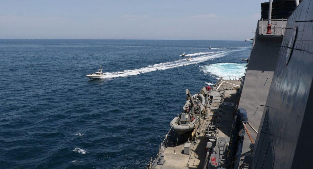 El acercamiento de barcos iraníes a buques estadounidenses