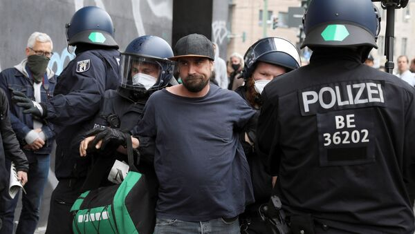 Detención de un manifestante en Berlín - Sputnik Mundo