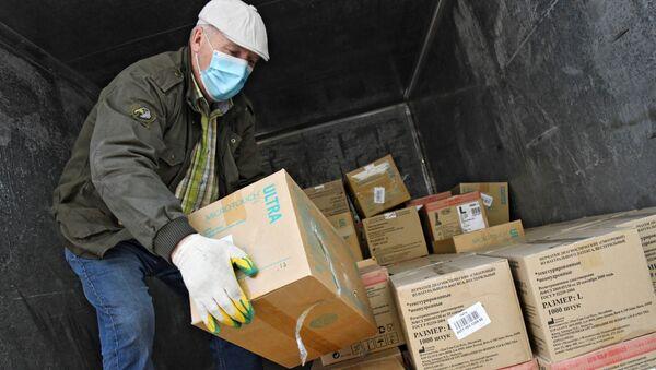 Cajas con la ayuda humanitaria - Sputnik Mundo