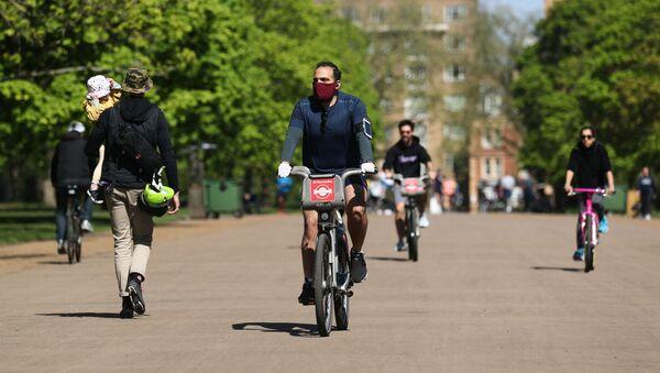 Gente en bicicletas en Londres - Sputnik Mundo