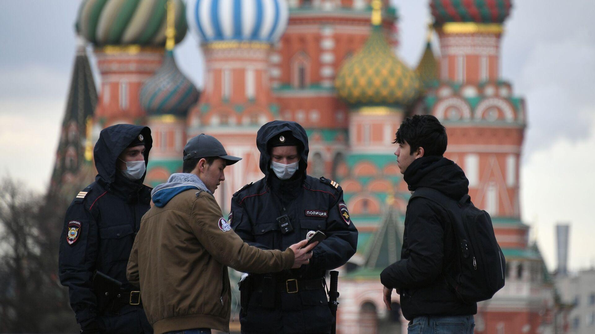 Revisión de pases digitales en Moscú - Sputnik Mundo, 1920, 04.06.2021