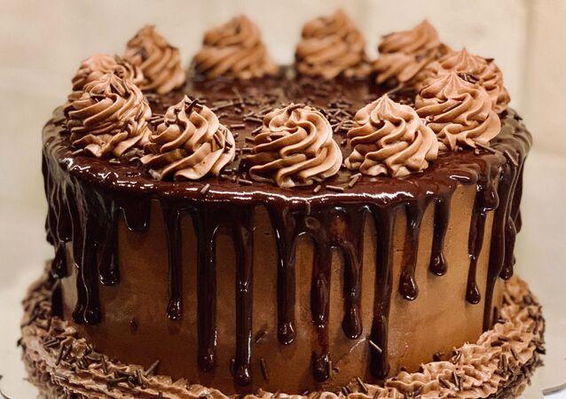 Un pastel de chocolate