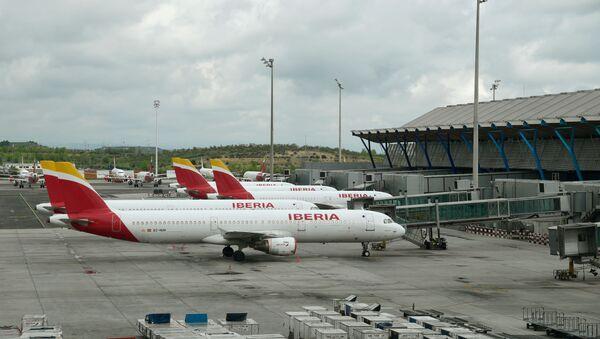 Aviones aparcados en el aeropuerto de Madrid-Barajas Adolfo Suárez  - Sputnik Mundo