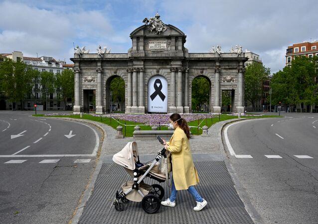 Primer día de paseo en España para los niños durante el confinamiento