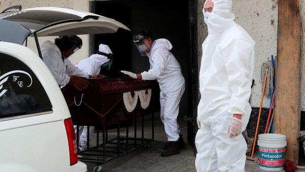Funeral de un fallecido por el nuevo coronavirus en México - Sputnik Mundo