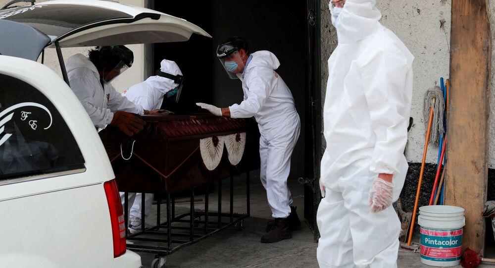 Funeral de un fallecido por el nuevo coronavirus en México