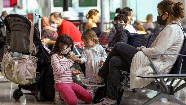 Pasajeros de un aeropuerto - Sputnik Mundo