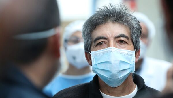 Hombre con mascarilla en Suesca, Colombia - Sputnik Mundo