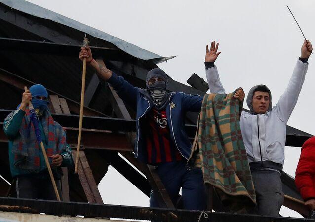 Motín en cárcel de Devoto, Buenos Aires, en reclamo de medidas contra COVID-19