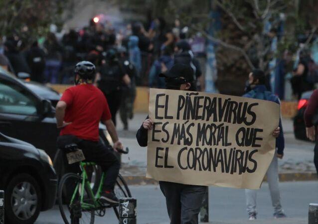 Cañones de agua y gas lacrimógeno: protestas contra la policía en Santiago de Chile