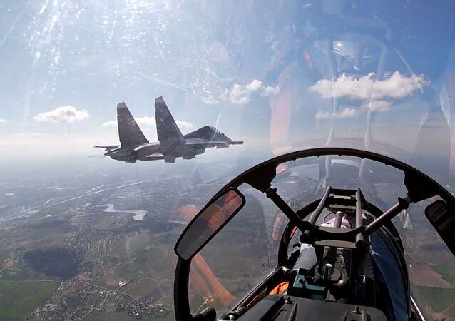 Ponen a prueba los Su-24 y los Su-30SM rusos en el mar Báltico
